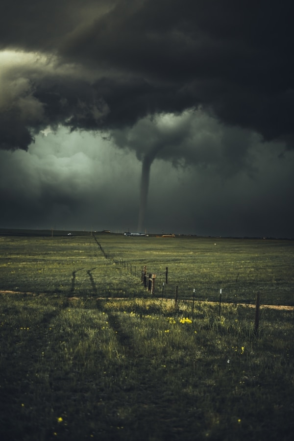 blackish green colored sky sign of a tornado